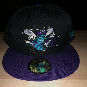 Charlotte hornets fitted size 8